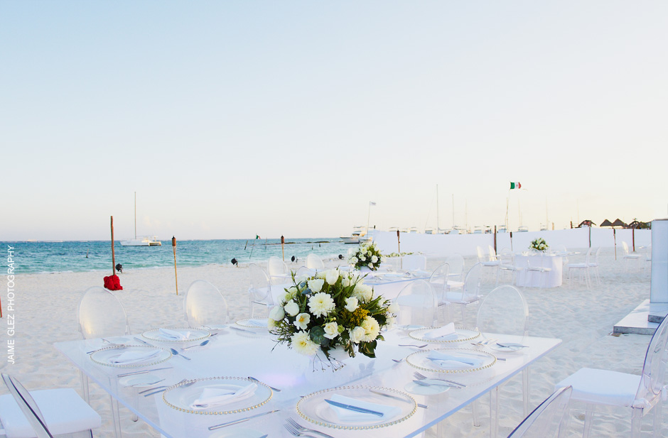 Simple and elegant wedding decoration on the beach.