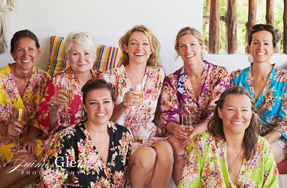 Bride and bridesmaids getting ready for the specialbeach wedding in Tulum.