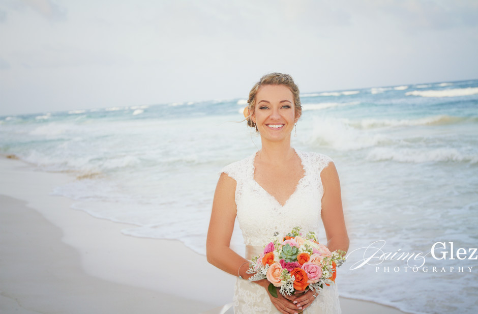 She simply gave us abeautiful and perfect natural bridal portrait in Tulum!