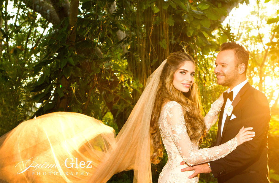 The effect that the sun light gave to this couple is simply stunning!