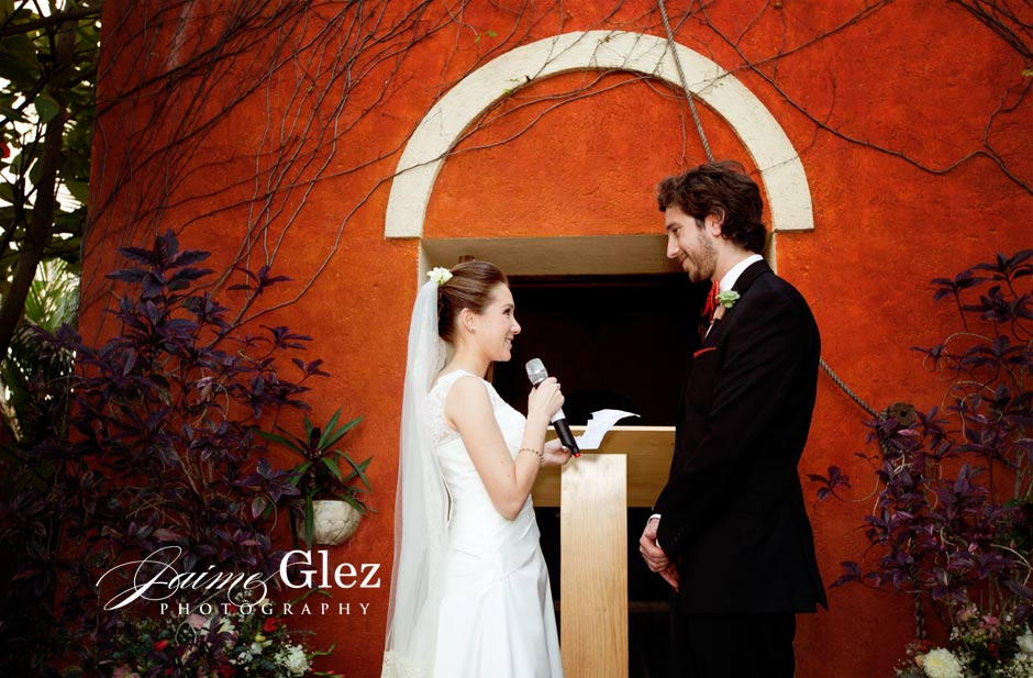 The specific moment to share their wedding vows... So romantic and tender!