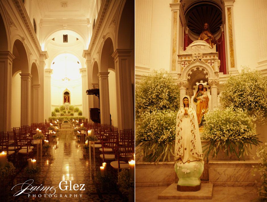 Wedding ceremony at the Hacienda Tekik de Regil chapel.