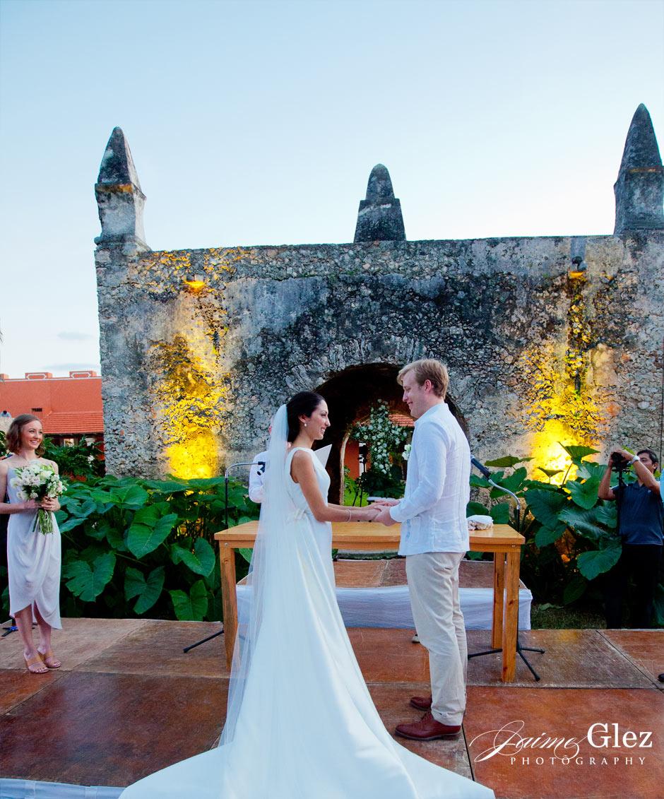 Wedding ceremony on the grounds of the Hacienda Chichi Suarez.