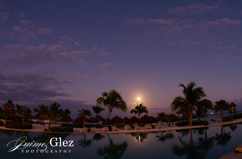 Full moon for a very magical wedding night!