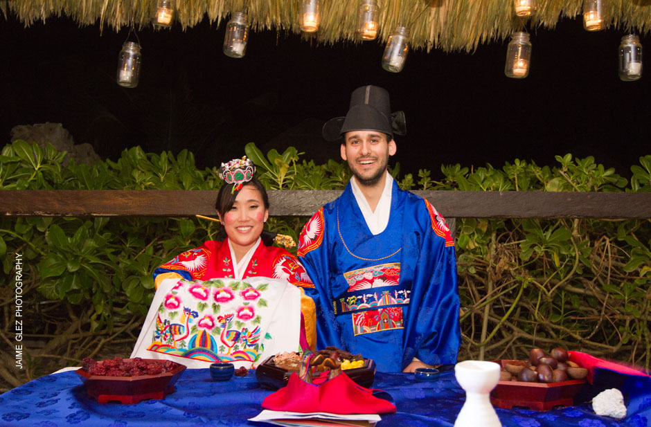 Korean traditional wedding ceremony is full of colors and excitement! LOVE IT!