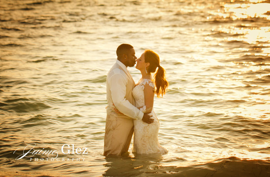Lovely trash the dress in Riviera Maya.