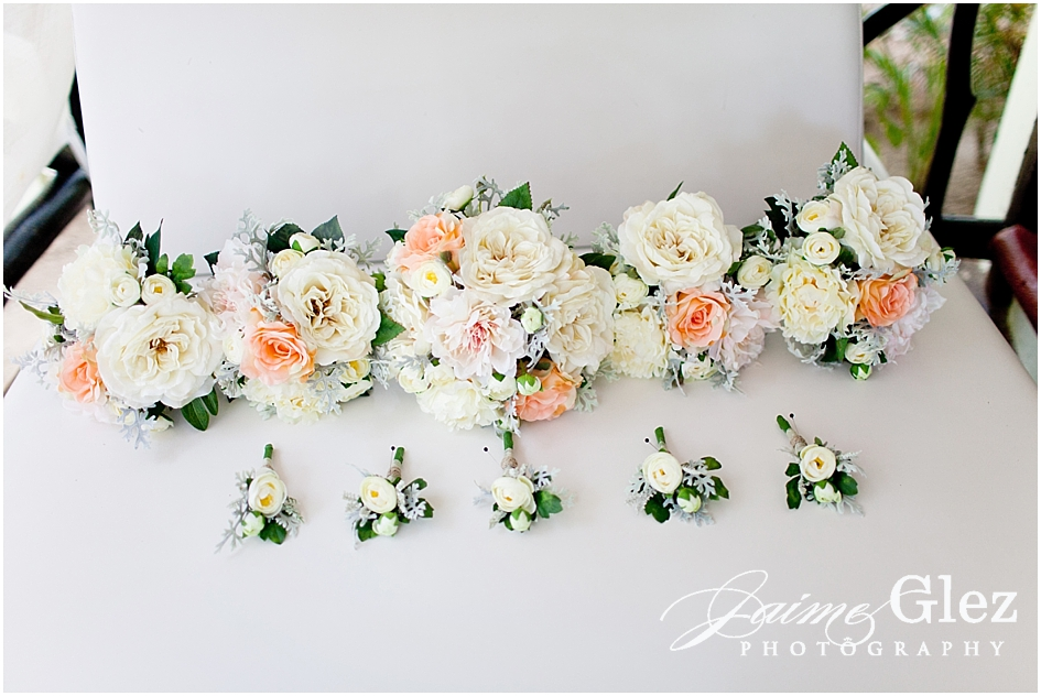 So fresh and romantic bouquets & boutonnieres.