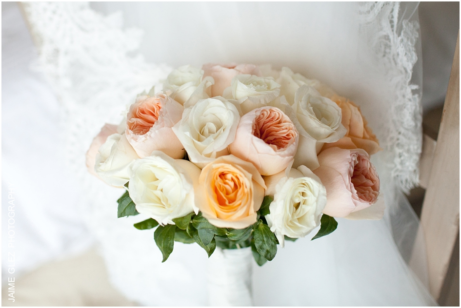 Fresh and sweet roses bridal bouquet.