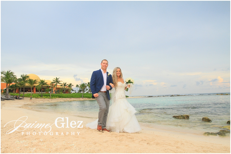 Newlyweds in their photo shoot in Riviera Maya.