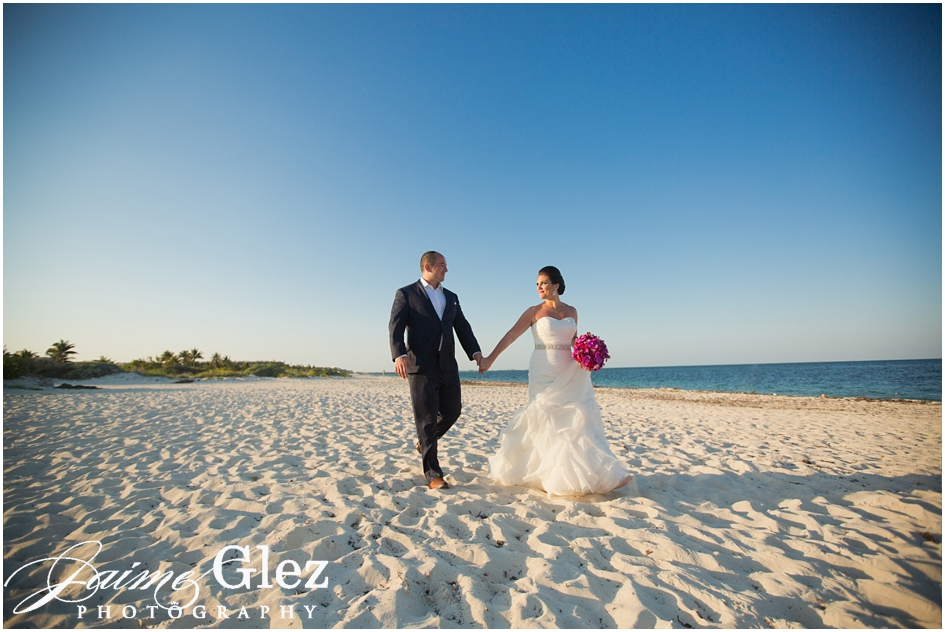 finest playa mujeres wedding pictures 22