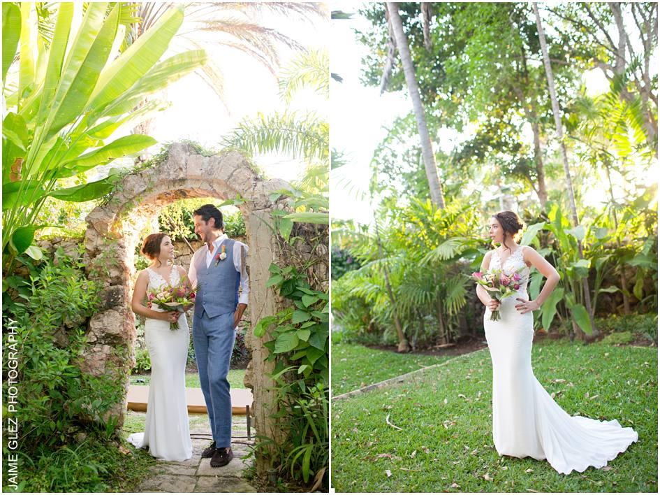 Sesión de fotos de novios en los jardines de Hacienda Sac Chich, Yucatan.