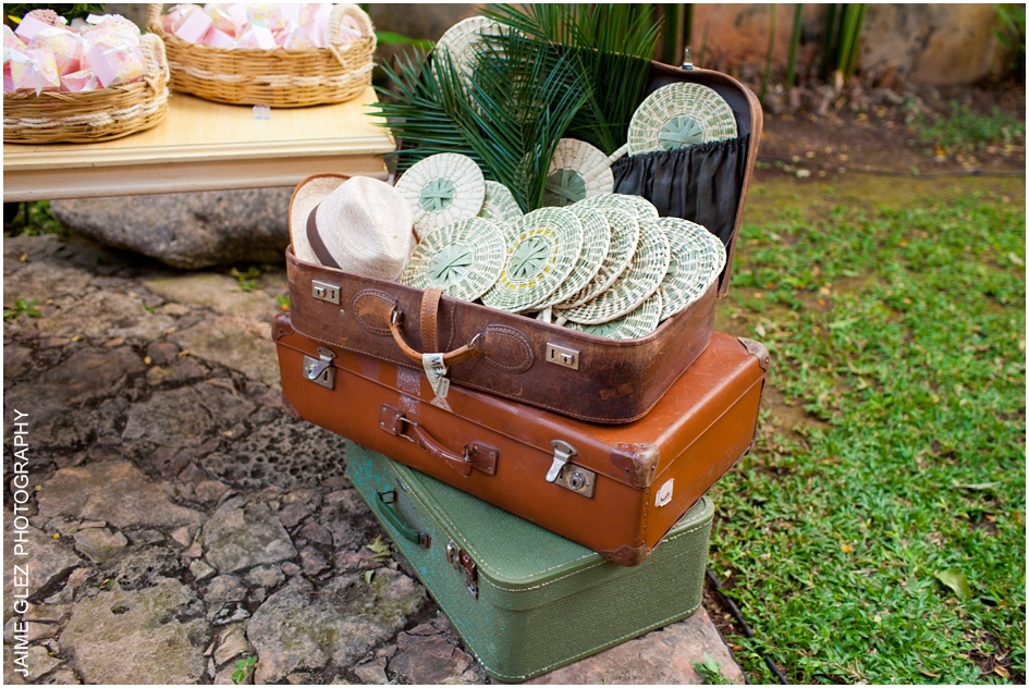 Lindo souvenir para invitados de la boda. abanicos y sombreros de Yucatán.