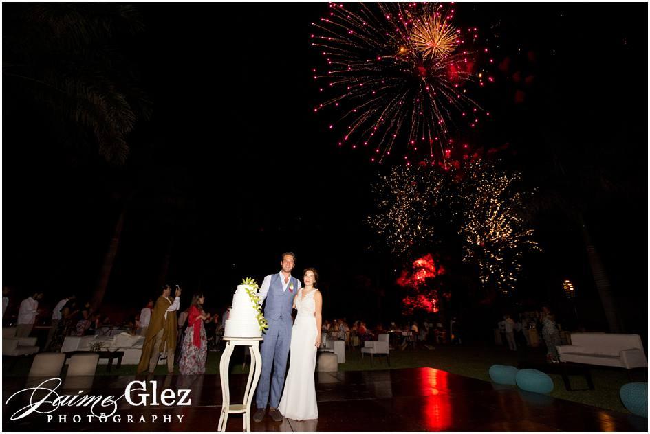 Fuegos artificiales para la celebración de su matrimonio. Felicidades!