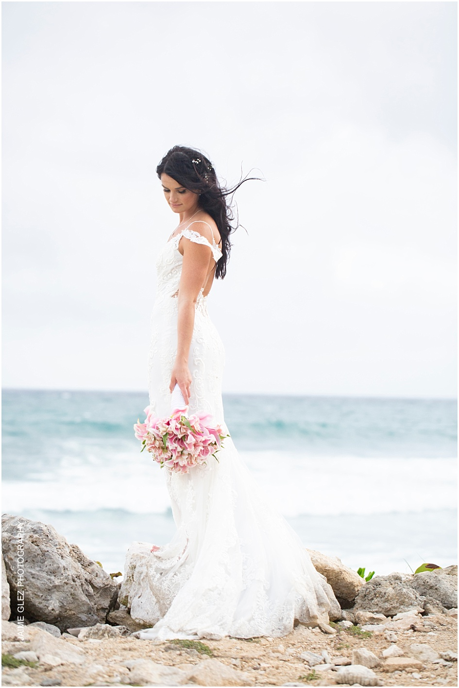Fresh & romantic bridal style.