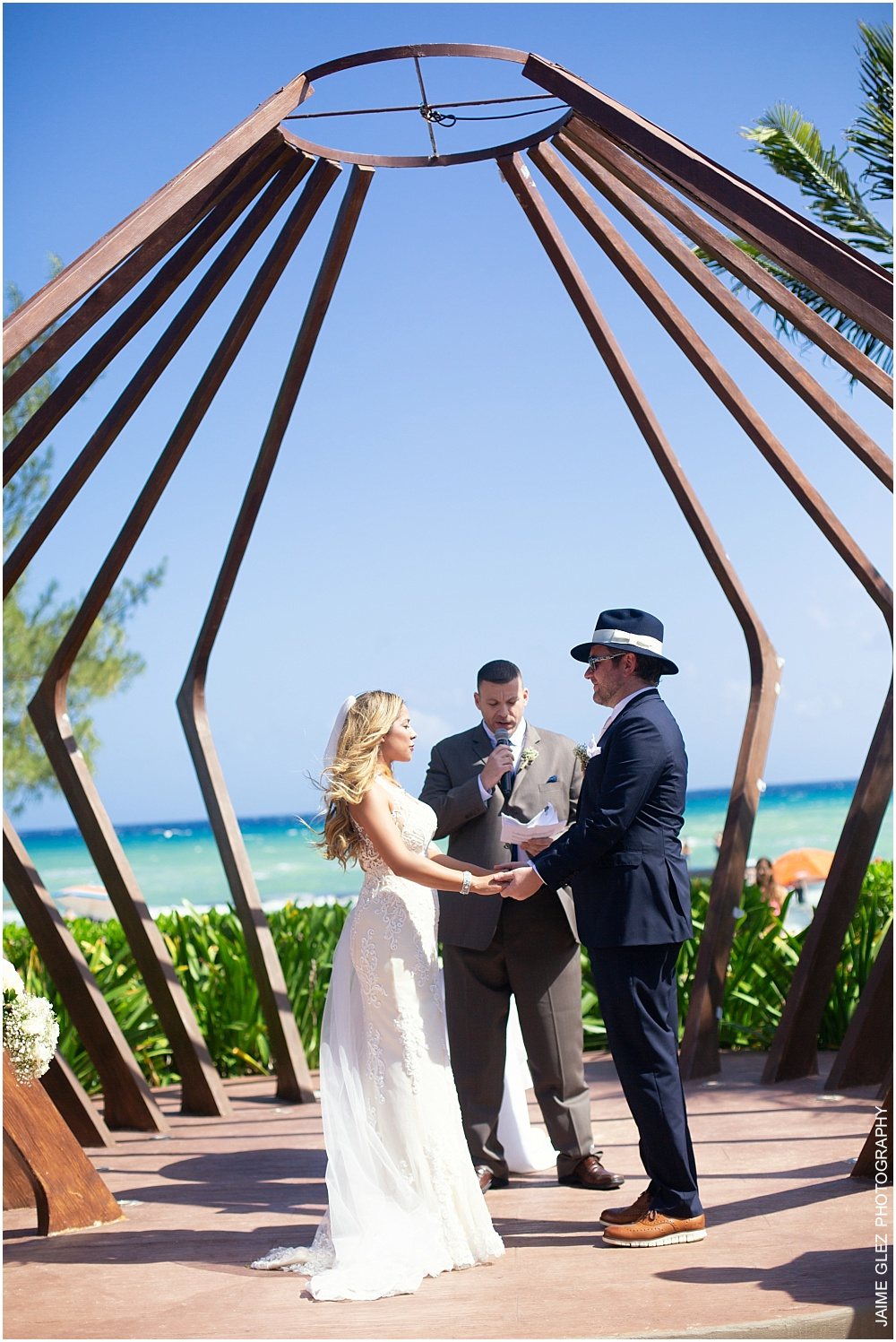 Couple exchanging vows in the perfect location!
