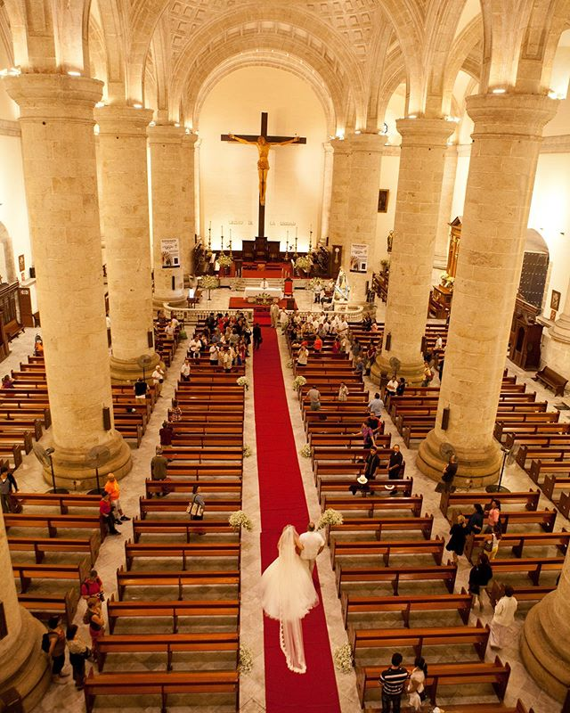 View of a very special wedding ceremony at the cathedral of Merida San Idelfonso Photography @jaimeglezphotography | Venue #catedralmerida #catedraldemerida  #jaimeglezphotography #merida #yucatan #yucatanwedding #yucatanweddings  #casateenmerida #casateenyucatan #bodayucatan #bodasenmerida  #bodasyucatan #bodasmerida