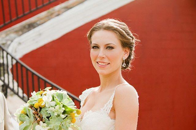 Beautiful #bride 👰 Photography @jaimeglezphotography    Venue Hacienda Temozon sur @thehaciendas  @theluxurycollection  #jaimeglezphotography #merida #yucatan #yucatanwedding #bodayucatan  #bodamerida #bodasenmerida #temozonsur #haciendatemozon #haciendatemozonwedding  #bodasyucatan #bodasmerida
