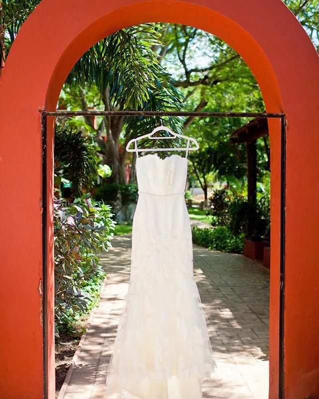 Wedding dress ✨👰✨ Photography @jaimeglezphotography   Wedding Planner @soiree_eventos   Video @encuadredigital  Catering @margaritazoreda   Flowers @juanpablocamarapf Venue @hacienda.santacruz  #jaimeglezphotography #bodasmerida #weddingdress #bodasyucatan #yucatanwedding #yucatanweddings #yucatanweddingphotographer #yucatanweddingphotography #bodayucatan #bodasenyucatan #haciendasantacruz #haciendasantacruzpalomeque