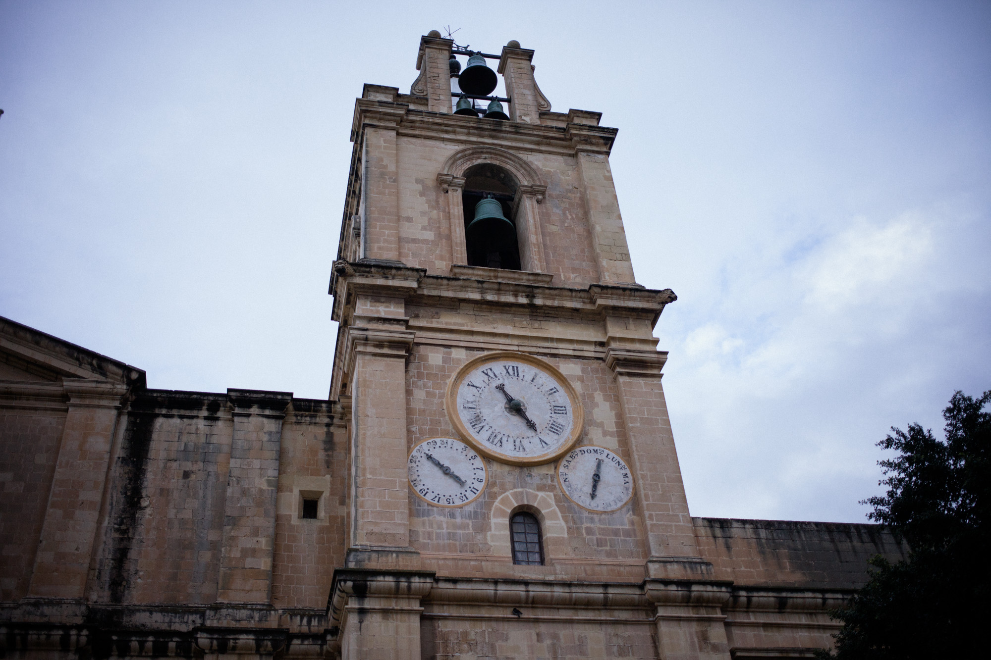 A one handed clock, in the middle of Valetta
