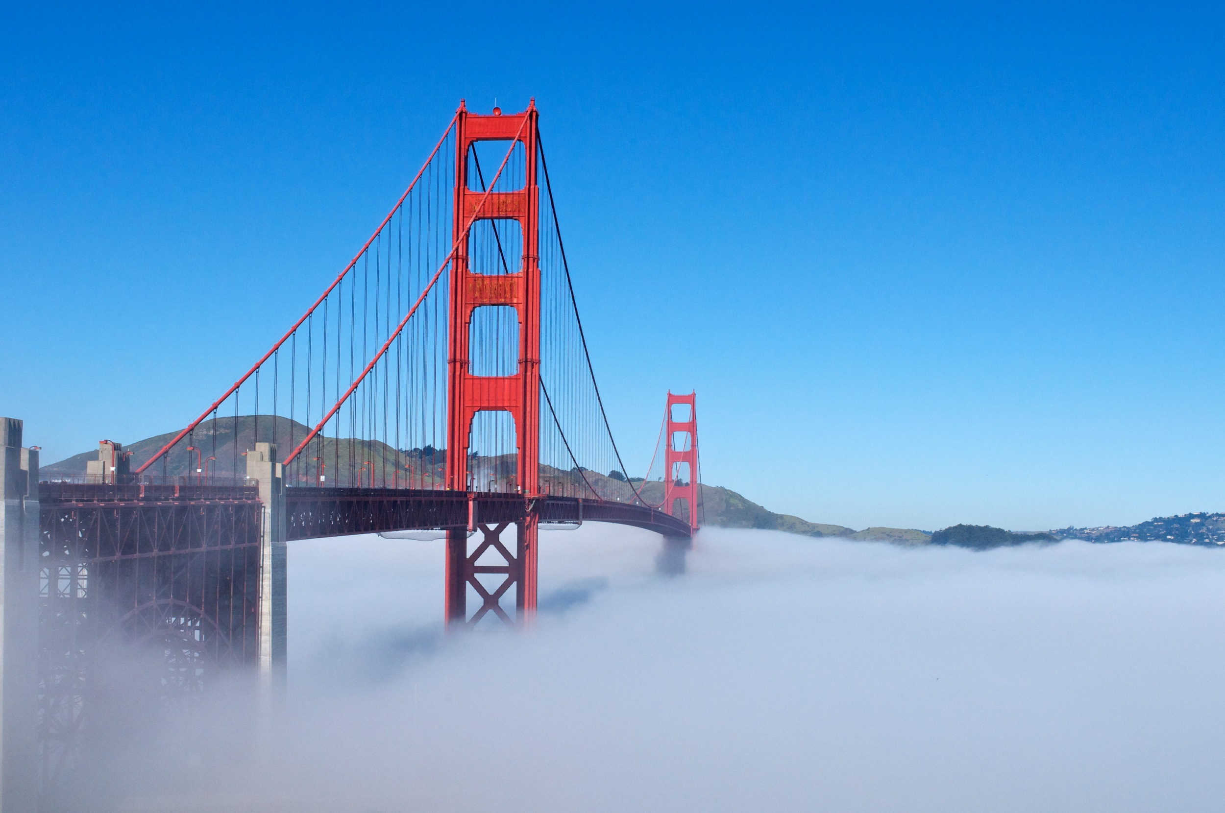 GOLDEN GATE BRIDGE FLOATING ON FOG