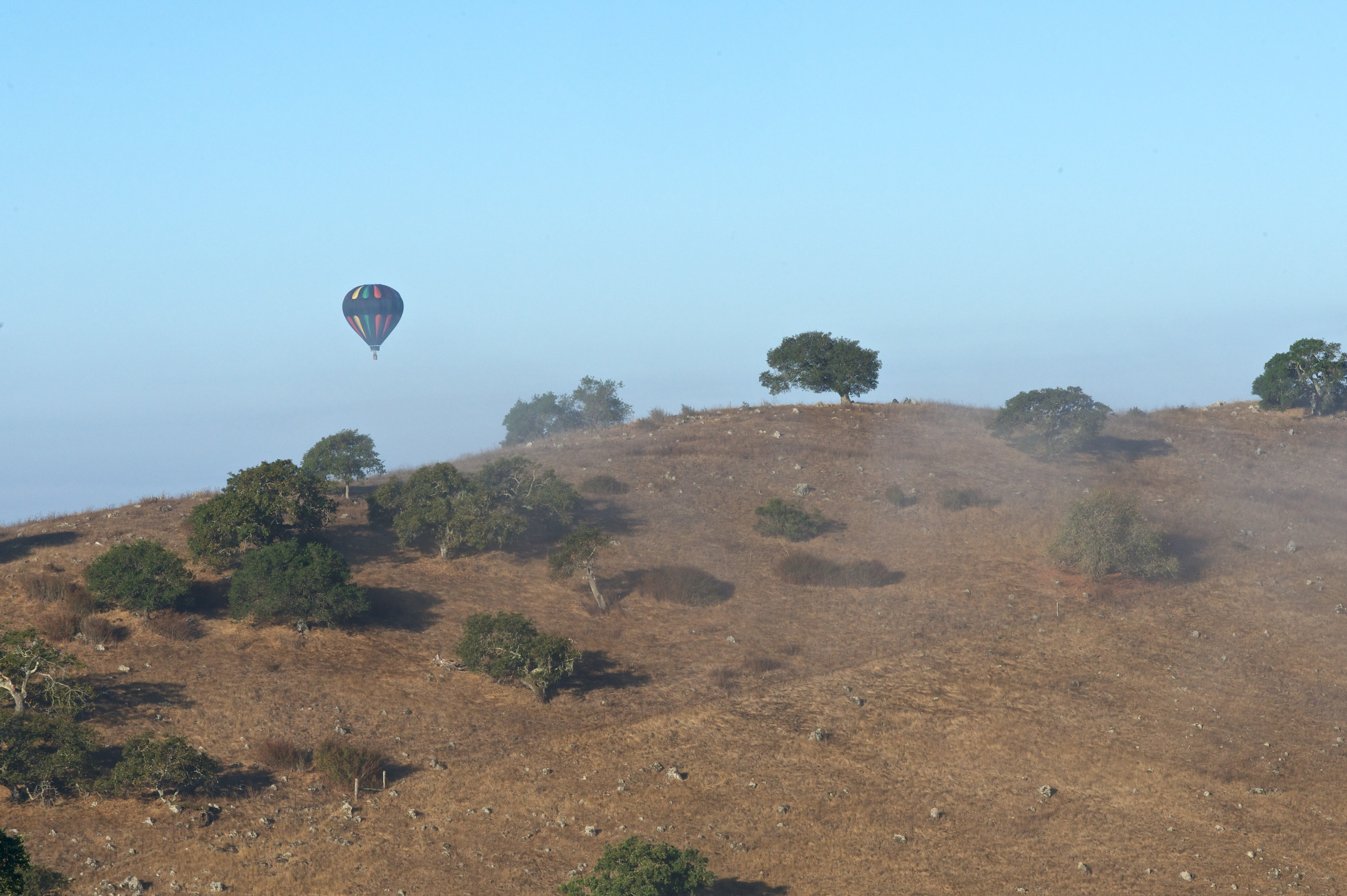 BALLOON OVER THE HILLS