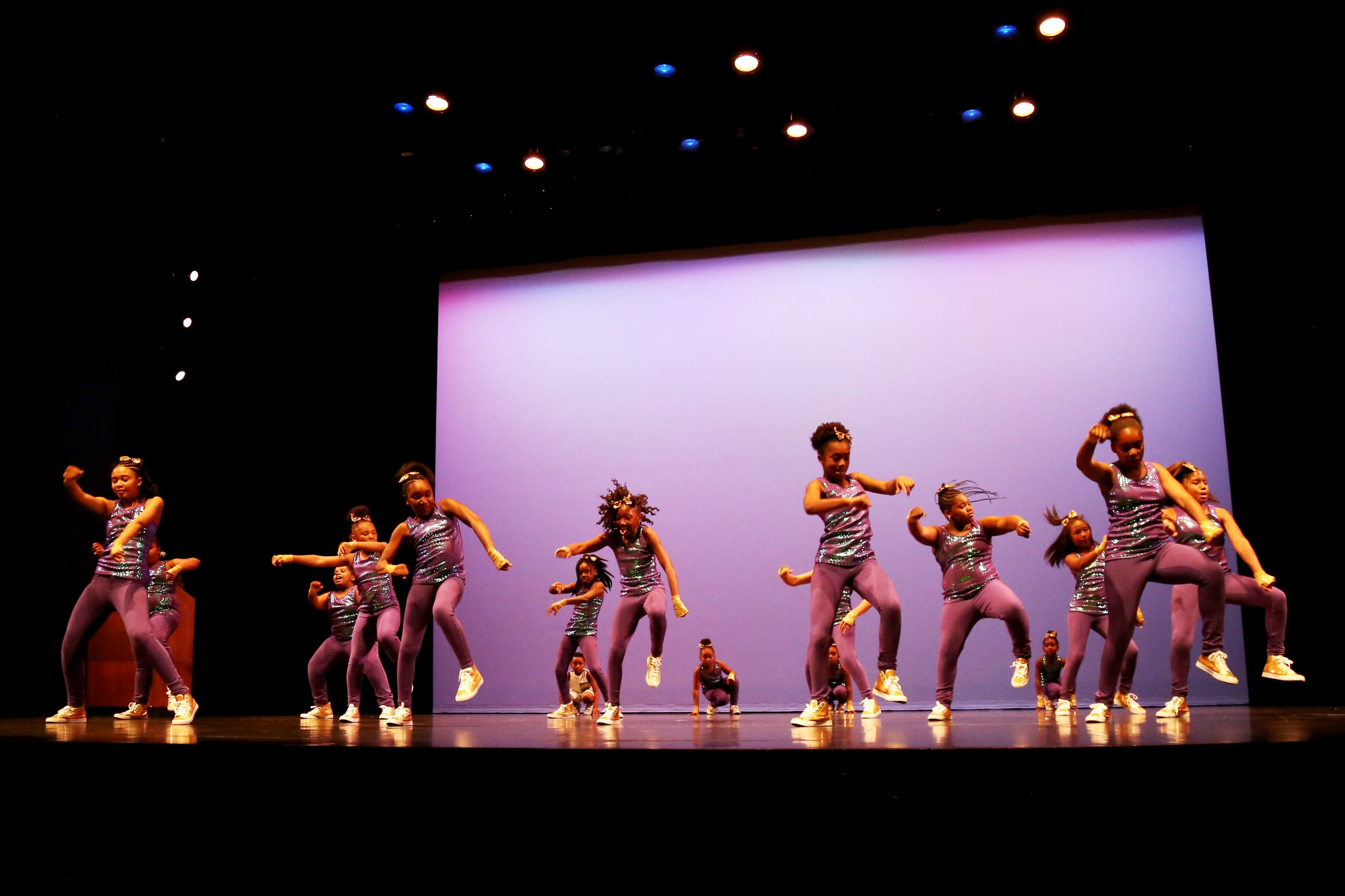 Young people from the Chestnut Street YMCA Dance Studio, choreographed by AR instructor Keisha Walker, perform at the ArtsReach Performing Arts Showcase May 21, 2017.  For more photos from that night: https://www.flickr.com/photos/kentuckycenter/albums/72157684538345165