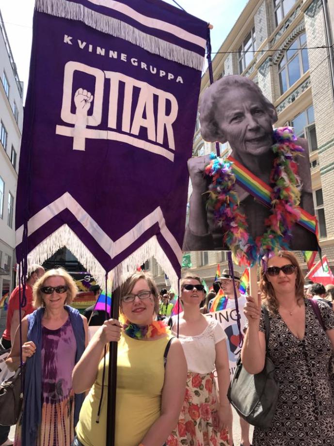 Martine Votvik bærer ottarfana under Pride 2017. Foto: Katarina Storalm