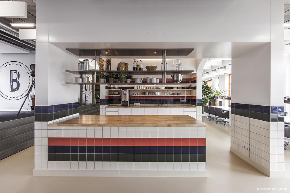 kitchen_LR_w.jpg