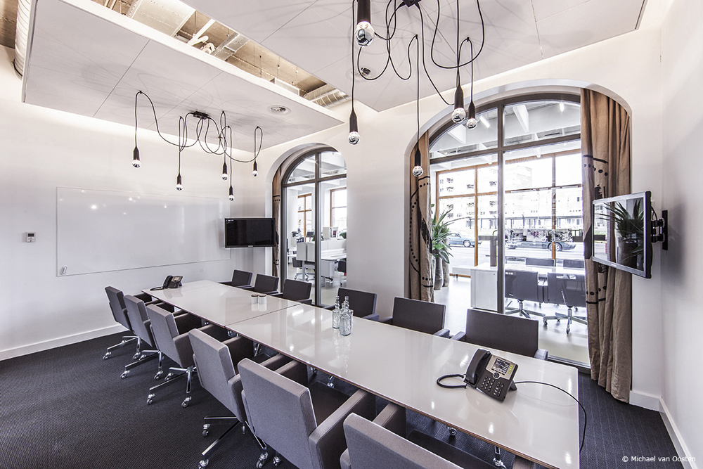 meetingroom1_LR_w.jpg