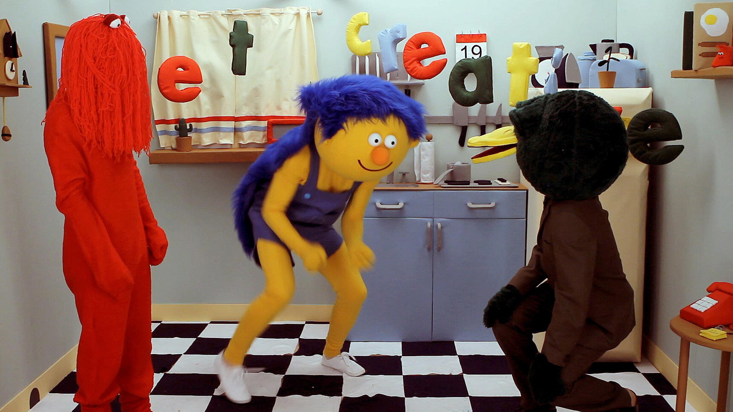 Don't_ Hug_ Me_I'm_Scared_filmstill3_ByTHISISIT.jpg
