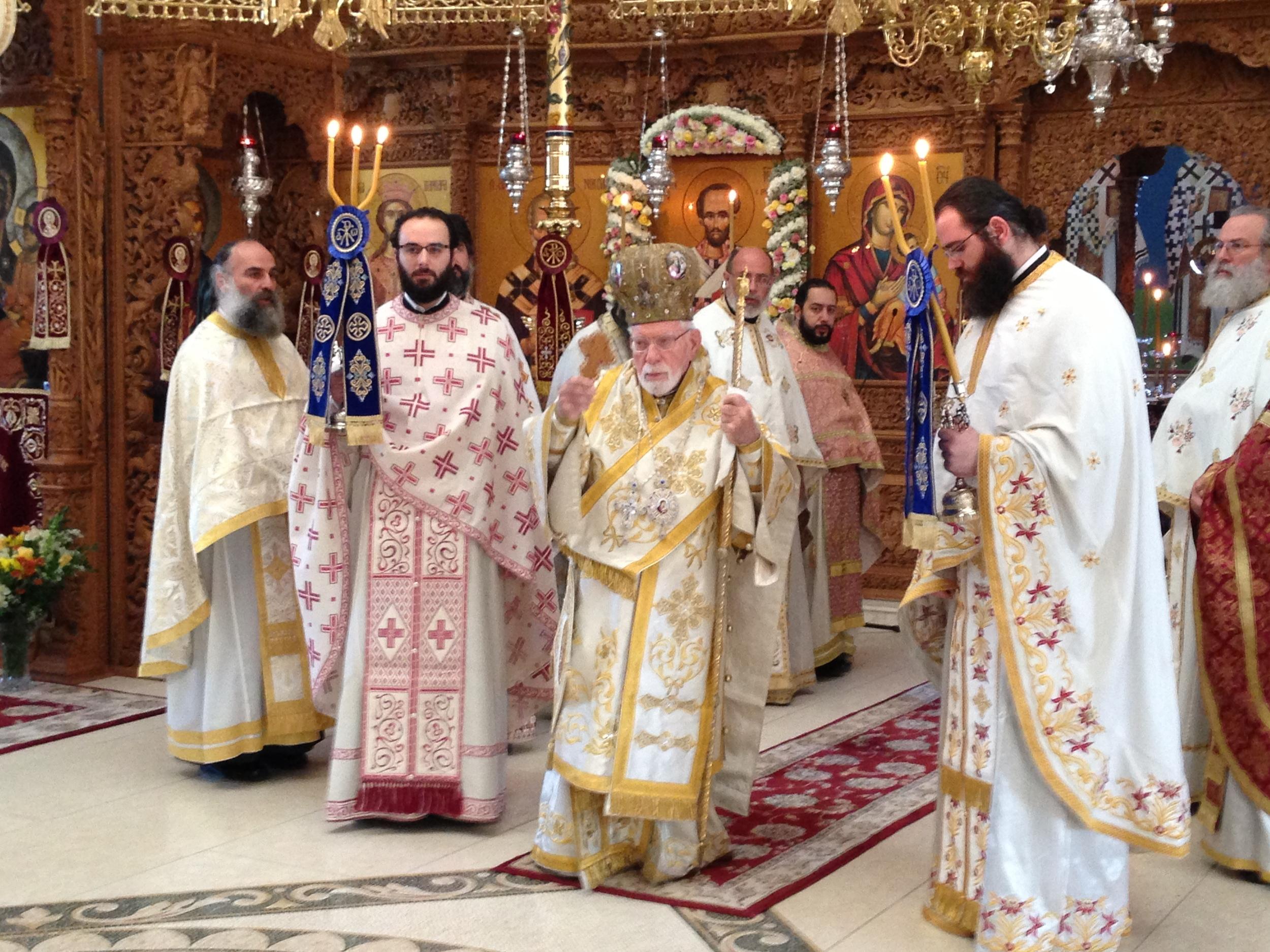 Metropolitan Blessing the People 11-13-13.JPG
