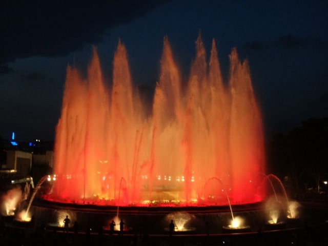 The Magic Fountain, dancing in time with the music.