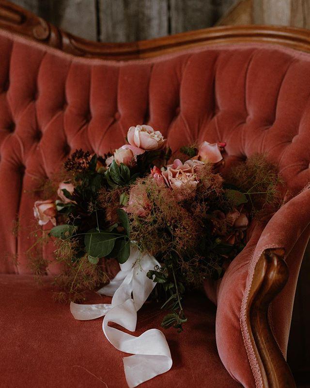 Moody blooms. #vermontwedding #vermontweddingplanner 📸: @jacquelynpotter 🌺: @nectarandroot