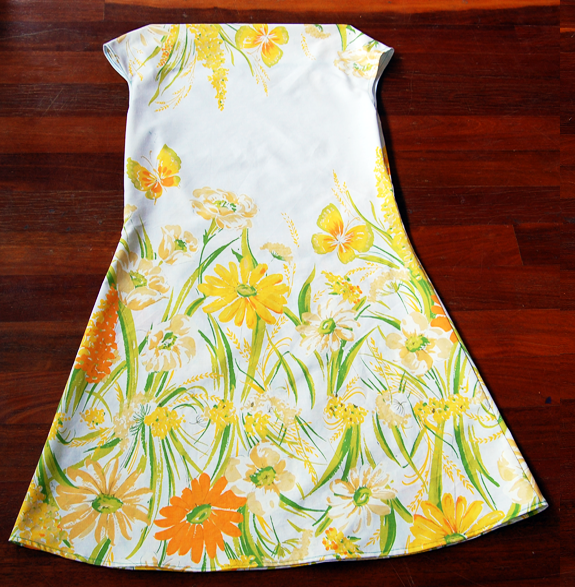 Simple to sew, the Daisy Dress is a blank canvas to bedeck with your favourite flowers.  This version is sewn from a vintage sheet.