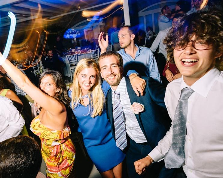 MODERN PARTIES - Γαμήλια πάρτυ πέρα από τα καθιερωμένα στους καλύτερους χώρους της Ελλάδας check! Γάμοι σε beach bar και νησιά σαν τη Σαντορίνη, τη Μύκονο την Πάρο και την Χαλκιδική check! Εμπειρία του Πάνου σε club αλλά και jazz, lounge, alternative bars check! Συγχρόνως όμως...