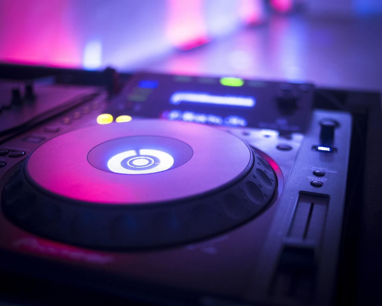 1cceb251553e What goes into the pricing of a wedding DJ  — GAMOS.DJ - Dj για γάμο    πάρτυ σε όλη την Ελλάδα