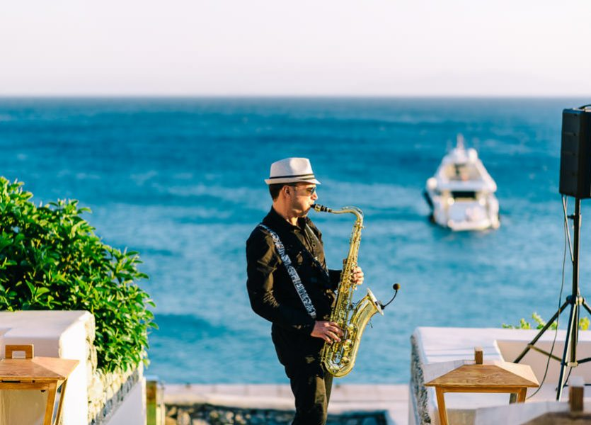 Saxophonist-in-Mykonos-835x600.jpg