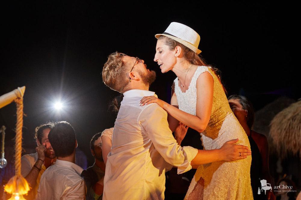 ΔΕΚΑΔΕΣ ΒΙΝΤΕΟ ΚΑΙ ΦΩΤΟΓΡΑΦΙΕΣ ΑΠΟ ΑΠΟΛΥΤΑ ΠΕΤΥΧΗΜΕΝΑ ΓΑΜΗΛΙΑ ΠΑΡΤΥ - Δείτε εδώ πως μπορεί να είναι και ο δικός σας γάμος.