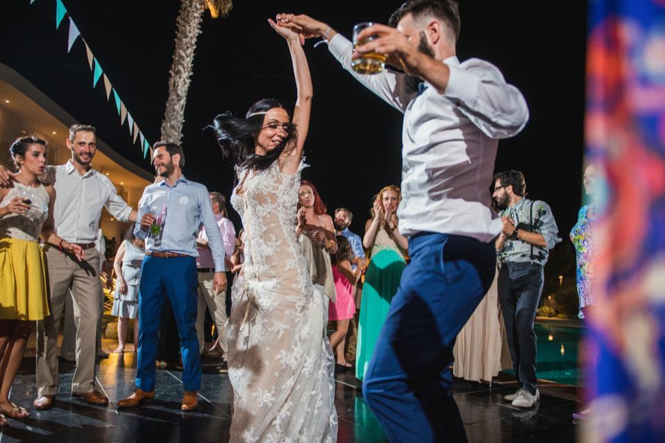 DJ που παίζει τα πάντΑ - Δεκάδες βίντεο από απόλυτα πετυχημένα γαμήλια πάρτυ