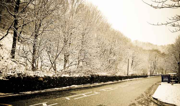 The_Snow_on_Manchester_rd_Mossley.jpg