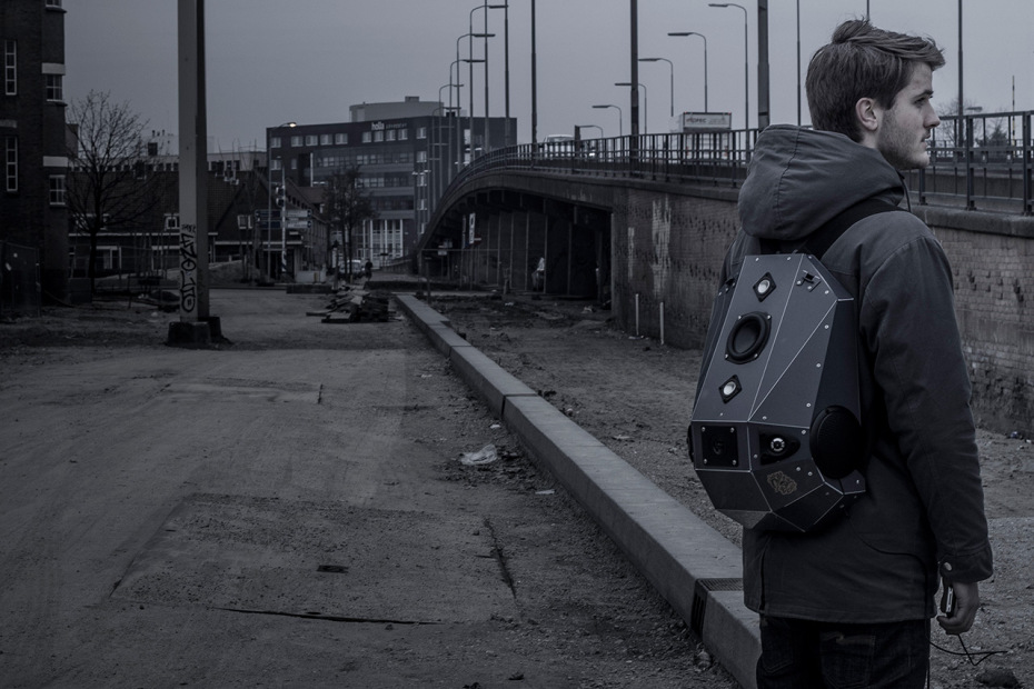 case-base-solid-gray-speaker-backpack-1.jpg