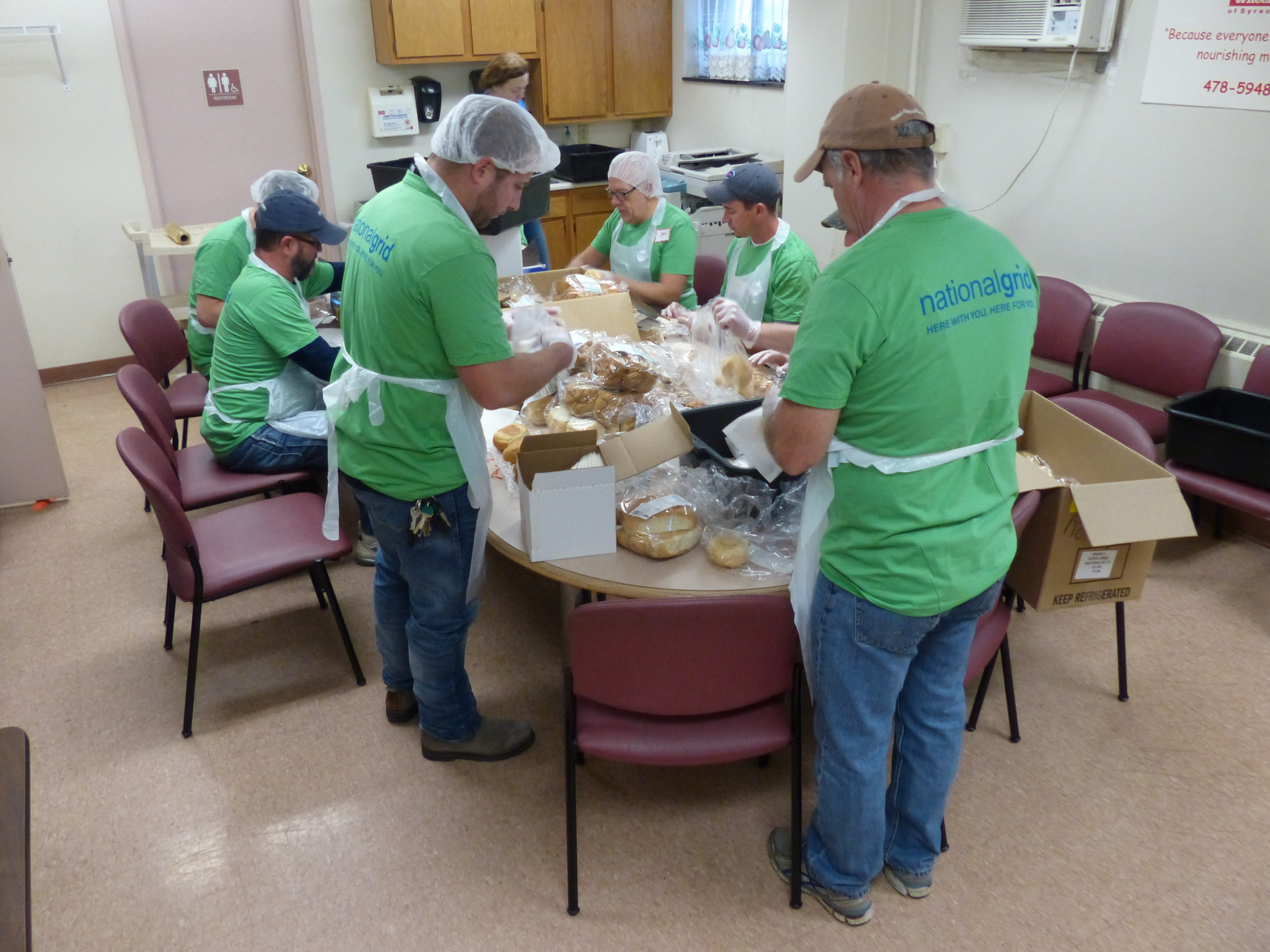 national grid employees volunteering at meals on wheels of syracuse