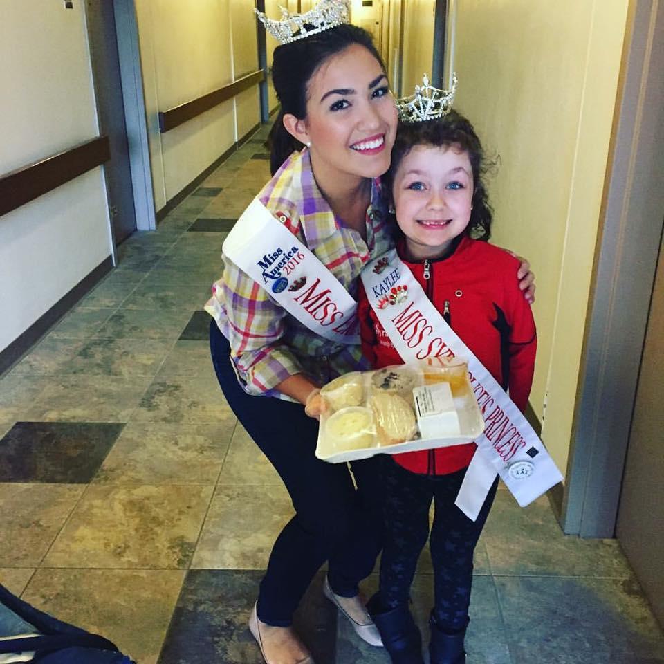 Miss Erie Canal 2016 Jessica Brosofsky with Miss Syracuse Princess Kaylee