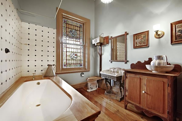 a2009-colonialbathroom21isabellagrovehawthorn.jpg