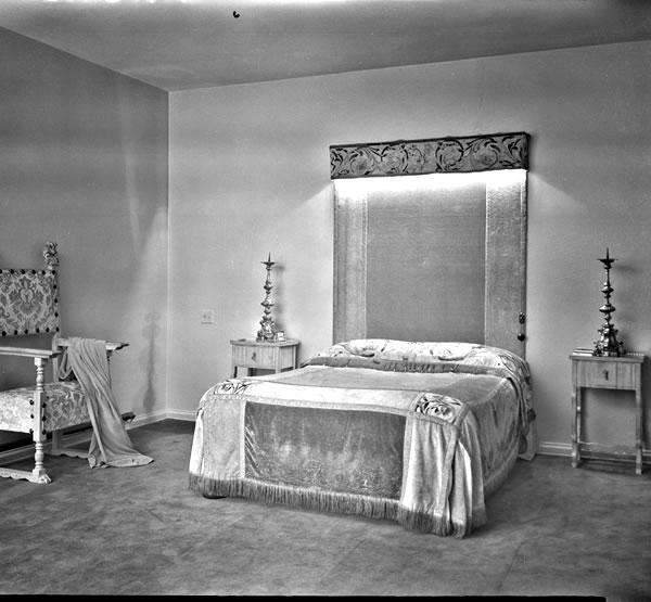 6b8ce-1930sbedroominmelbourneviastatelibraryofvictoria.jpeg