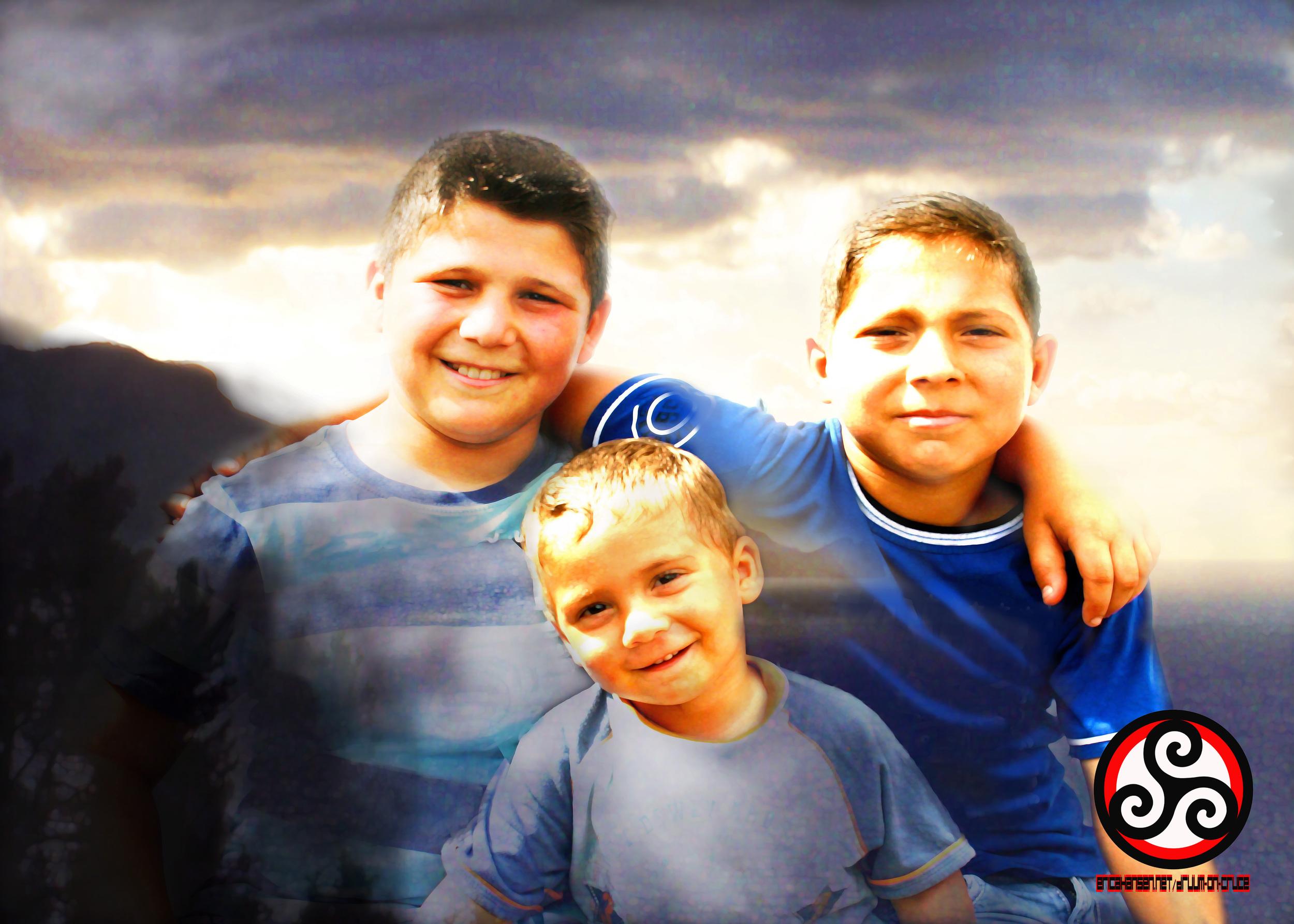 Family 1 kids.jpg