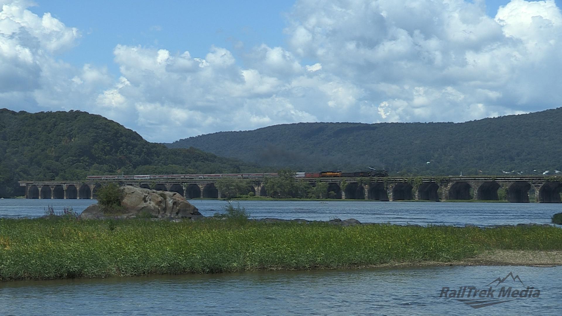 8.18.12 NKP765 Rockville Bridge Macro.jpg