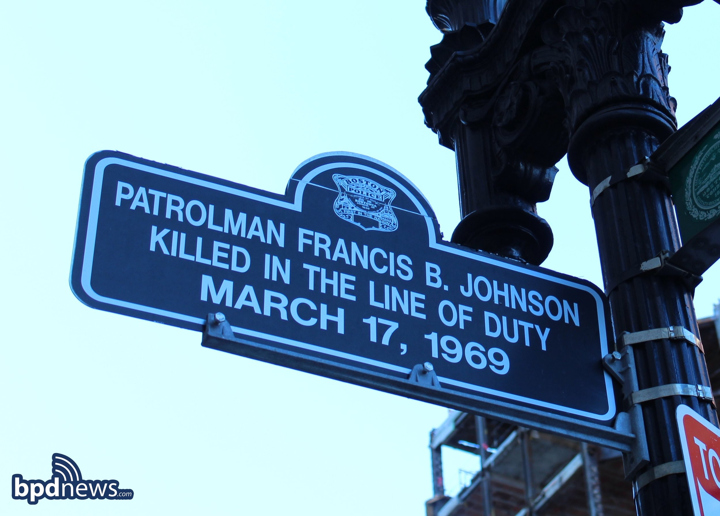 Sign at the corner of Tremont and Boylston Streets