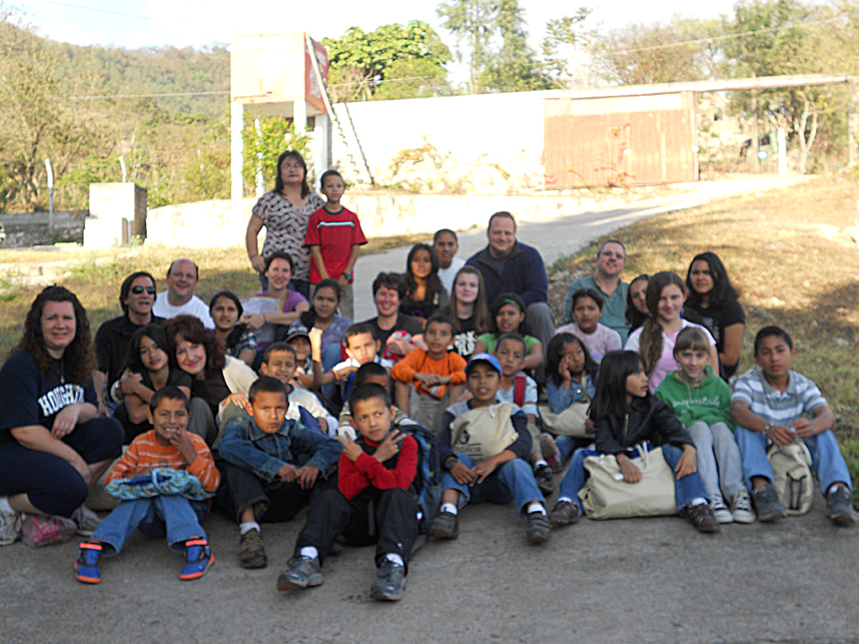CWC 2011 Missions Team with the kids of Casa Hogar