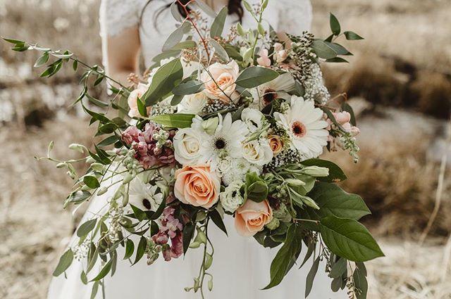 When the bride's mother makes her bouquet and it's 👌 #koyophoto . . . . . #vancouverweddingphotographer #bcweddingphotographer  #japanweddingphotographer #destinationweddingphotographer #vancouverbride #yvrwedding #affobpresets #photobugcommunity #loveauthentic #pixieset #makeportraits #bridesrealweddinngs #vancouverengagement #weddingdaydetails #vancouverwedding #vancitywed #westcoastwedding  #weddingflorals #bridalbouquet #canadianwedding #igersjp #vancouver #canada #バンクーバー #カナダ #ウェデイングフォト #カップルフォト #バンクーバーウェディング #お花